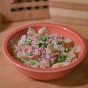 Pasta with Peas and Prosciutto